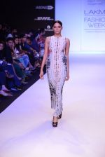 Model walk for Payal Singhal Show at LFW 2014 Day 2 in Grand Hyatt, Mumbai on 13th March 2014 (36)_532267ee6f235.JPG