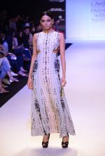 Model walk for Payal Singhal Show at LFW 2014 Day 2 in Grand Hyatt, Mumbai on 13th March 2014 (39)_532267efc695e.JPG