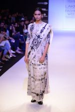 Model walk for Payal Singhal Show at LFW 2014 Day 2 in Grand Hyatt, Mumbai on 13th March 2014 (45)_532267f329a4f.JPG