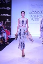 Model walk for Payal Singhal Show at LFW 2014 Day 2 in Grand Hyatt, Mumbai on 13th March 2014 (46)_532267f3d48ea.JPG