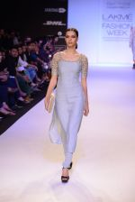 Model walk for Payal Singhal Show at LFW 2014 Day 2 in Grand Hyatt, Mumbai on 13th March 2014 (57)_532267f8aa624.JPG