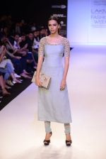 Model walk for Payal Singhal Show at LFW 2014 Day 2 in Grand Hyatt, Mumbai on 13th March 2014 (59)_532267f989495.JPG