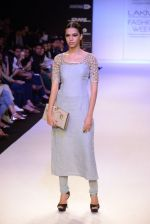 Model walk for Payal Singhal Show at LFW 2014 Day 2 in Grand Hyatt, Mumbai on 13th March 2014 (60)_532267fa01c0d.JPG