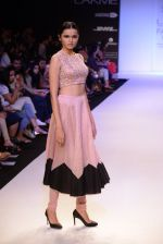 Model walk for Payal Singhal Show at LFW 2014 Day 2 in Grand Hyatt, Mumbai on 13th March 2014 (66)_532267fcb1326.JPG