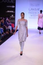 Model walk for Payal Singhal Show at LFW 2014 Day 2 in Grand Hyatt, Mumbai on 13th March 2014 (68)_532267fda89b1.JPG