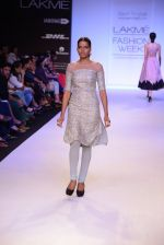 Model walk for Payal Singhal Show at LFW 2014 Day 2 in Grand Hyatt, Mumbai on 13th March 2014 (69)_532267fe28e7f.JPG