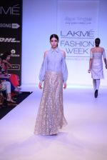 Model walk for Payal Singhal Show at LFW 2014 Day 2 in Grand Hyatt, Mumbai on 13th March 2014 (71)_532267ff03994.JPG
