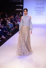 Model walk for Payal Singhal Show at LFW 2014 Day 2 in Grand Hyatt, Mumbai on 13th March 2014 (72)_532267ff7cd52.JPG