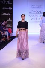 Model walk for Payal Singhal Show at LFW 2014 Day 2 in Grand Hyatt, Mumbai on 13th March 2014 (74)_5322680067a05.JPG