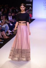 Model walk for Payal Singhal Show at LFW 2014 Day 2 in Grand Hyatt, Mumbai on 13th March 2014 (75)_53226800d4082.JPG