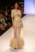 Model walk for Payal Singhal Show at LFW 2014 Day 2 in Grand Hyatt, Mumbai on 13th March 2014 (9)_532267e72bb45.JPG