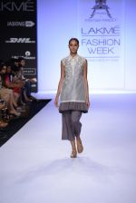 Model walk for Pratima Pandey Show at LFW 2014 Day 3 in Grand Hyatt, Mumbai on 14th March 2014 (2)_5322e38703003.JPG