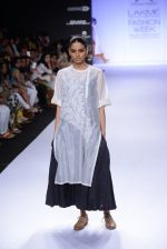 Model walk for Pratima Pandey Show at LFW 2014 Day 3 in Grand Hyatt, Mumbai on 14th March 2014 (27)_5322e395977a0.JPG