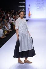 Model walk for Pratima Pandey Show at LFW 2014 Day 3 in Grand Hyatt, Mumbai on 14th March 2014 (28)_5322e39612c0d.JPG