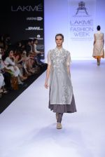 Model walk for Pratima Pandey Show at LFW 2014 Day 3 in Grand Hyatt, Mumbai on 14th March 2014 (35)_5322e398ecc77.JPG