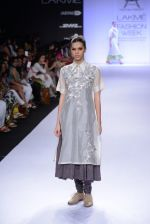 Model walk for Pratima Pandey Show at LFW 2014 Day 3 in Grand Hyatt, Mumbai on 14th March 2014 (37)_5322e399b77c6.JPG