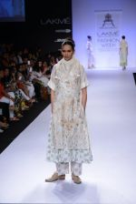 Model walk for Pratima Pandey Show at LFW 2014 Day 3 in Grand Hyatt, Mumbai on 14th March 2014 (43)_5322e39bf303a.JPG