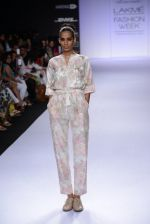 Model walk for Pratima Pandey Show at LFW 2014 Day 3 in Grand Hyatt, Mumbai on 14th March 2014 (47)_5322e39d74483.JPG