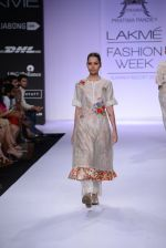 Model walk for Pratima Pandey Show at LFW 2014 Day 3 in Grand Hyatt, Mumbai on 14th March 2014 (49)_5322e39e2f711.JPG