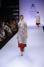 Model walk for Pratima Pandey Show at LFW 2014 Day 3 in Grand Hyatt, Mumbai on 14th March 2014 (66)_5322e3a499dca.JPG