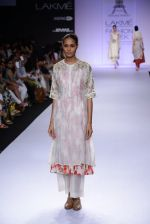 Model walk for Pratima Pandey Show at LFW 2014 Day 3 in Grand Hyatt, Mumbai on 14th March 2014 (74)_5322e3a7b8c3f.JPG