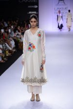 Model walk for Pratima Pandey Show at LFW 2014 Day 3 in Grand Hyatt, Mumbai on 14th March 2014 (79)_5322e3aa017d8.JPG