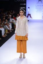 Model walk for Pratima Pandey Show at LFW 2014 Day 3 in Grand Hyatt, Mumbai on 14th March 2014 (8)_5322e38ad64c5.JPG