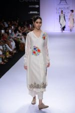 Model walk for Pratima Pandey Show at LFW 2014 Day 3 in Grand Hyatt, Mumbai on 14th March 2014 (80)_5322e3aa5f4ce.JPG