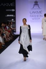 Model walk for Pratima Pandey Show at LFW 2014 Day 3 in Grand Hyatt, Mumbai on 14th March 2014 (82)_5322e3ab29f58.JPG