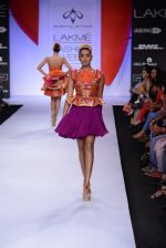 Model walk for Swapnil Shinde Show at LFW 2014 Day 3 in Grand Hyatt, Mumbai on 14th March 2014 (11)_5322e3aa71415.JPG