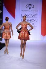 Model walk for Swapnil Shinde Show at LFW 2014 Day 3 in Grand Hyatt, Mumbai on 14th March 2014 (22)_5322e3aea974a.JPG