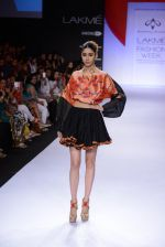 Model walk for Swapnil Shinde Show at LFW 2014 Day 3 in Grand Hyatt, Mumbai on 14th March 2014 (32)_5322e3b2cc433.JPG