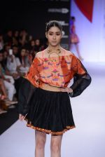 Model walk for Swapnil Shinde Show at LFW 2014 Day 3 in Grand Hyatt, Mumbai on 14th March 2014 (34)_5322e3b39fbb1.JPG