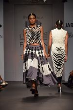 Model walk for Urvashi Joneja Show at LFW 2014 Day 2 in Grand Hyatt, Mumbai on 13th March 2014 (30)_53229b771ae5b.JPG