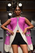 Model walk for Urvashi Joneja Show at LFW 2014 Day 2 in Grand Hyatt, Mumbai on 13th March 2014 (41)_53229b7f51712.JPG
