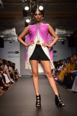 Model walk for Urvashi Joneja Show at LFW 2014 Day 2 in Grand Hyatt, Mumbai on 13th March 2014 (44)_53229b80c5a3c.JPG