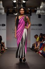 Model walk for Urvashi Joneja Show at LFW 2014 Day 2 in Grand Hyatt, Mumbai on 13th March 2014 (51)_53229b8403cee.JPG