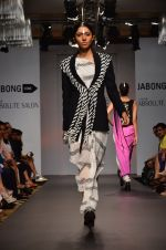 Model walk for Urvashi Joneja Show at LFW 2014 Day 2 in Grand Hyatt, Mumbai on 13th March 2014 (54)_53229b85694c1.JPG