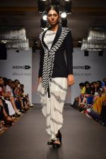 Model walk for Urvashi Joneja Show at LFW 2014 Day 2 in Grand Hyatt, Mumbai on 13th March 2014 (55)_53229b85cdecf.JPG