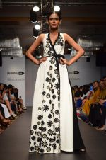 Model walk for Urvashi Joneja Show at LFW 2014 Day 2 in Grand Hyatt, Mumbai on 13th March 2014 (63)_53229b89944fb.JPG