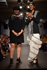 Model walk for Urvashi Joneja Show at LFW 2014 Day 2 in Grand Hyatt, Mumbai on 13th March 2014 (73)_53229b8e81ebb.JPG