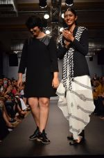 Model walk for Urvashi Joneja Show at LFW 2014 Day 2 in Grand Hyatt, Mumbai on 13th March 2014 (74)_53229b8f011fa.JPG