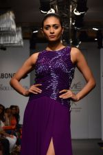 Model walk for Veda Raheja Show at LFW 2014 Day 2 in Grand Hyatt, Mumbai on 13th March 2014 (17)_5322681116c08.JPG