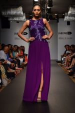 Model walk for Veda Raheja Show at LFW 2014 Day 2 in Grand Hyatt, Mumbai on 13th March 2014 (18)_532268118dfab.JPG