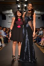 Monica Dogra walk for Veda Raheja Show at LFW 2014 Day 2 in Grand Hyatt, Mumbai on 13th March 2014 (1)_53226829d19a1.JPG