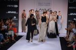 Neha Dhupia walk for Payal Singhal Show at LFW 2014 Day 2 in Grand Hyatt, Mumbai on 13th March 2014 (20)_532267ef8f891.JPG