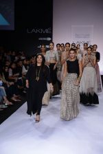 Neha Dhupia walk for Payal Singhal Show at LFW 2014 Day 2 in Grand Hyatt, Mumbai on 13th March 2014 (21)_532267efdd0f2.JPG