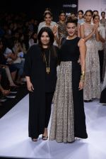 Neha Dhupia walk for Payal Singhal Show at LFW 2014 Day 2 in Grand Hyatt, Mumbai on 13th March 2014 (22)_532267f05395d.JPG