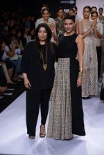Neha Dhupia walk for Payal Singhal Show at LFW 2014 Day 2 in Grand Hyatt, Mumbai on 13th March 2014 (23)_532267f0c041e.JPG