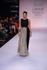 Neha Dhupia walk for Payal Singhal Show at LFW 2014 Day 2 in Grand Hyatt, Mumbai on 13th March 2014 (26)_532267f295186.JPG
